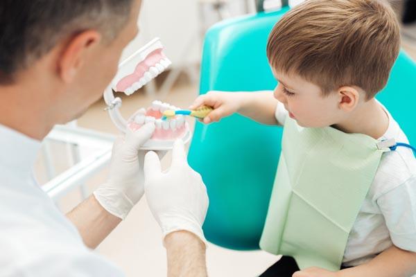 Schallzahnbürste Zahnschmelz bei empfindlichen Zähnen